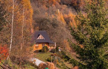 Chata w Bieszczadach Leśne uroczysko Cisna Bieszczady jesienią